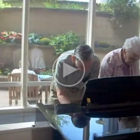 Mayo Clinic atrium piano  charming older couple...   YouTube