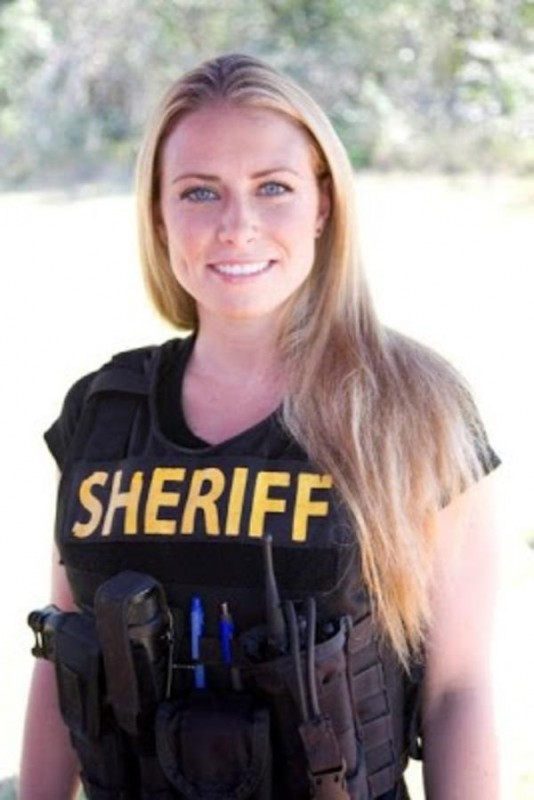 beautiful-female-police-officers21