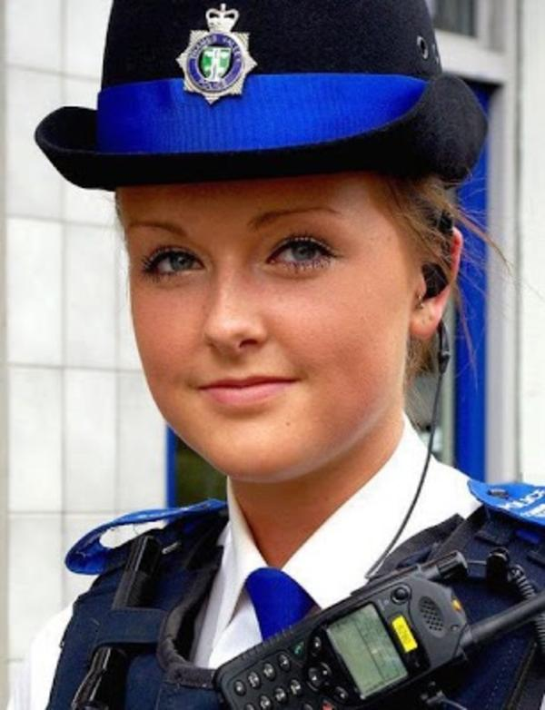 beautiful-female-police-officers6