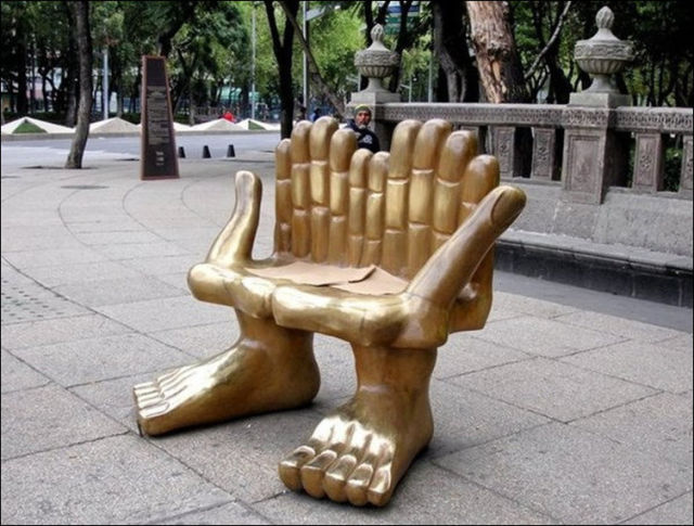the_oddest_public_benches_in_the_world_640_10
