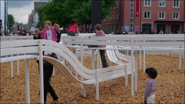 the_oddest_public_benches_in_the_world_640_12