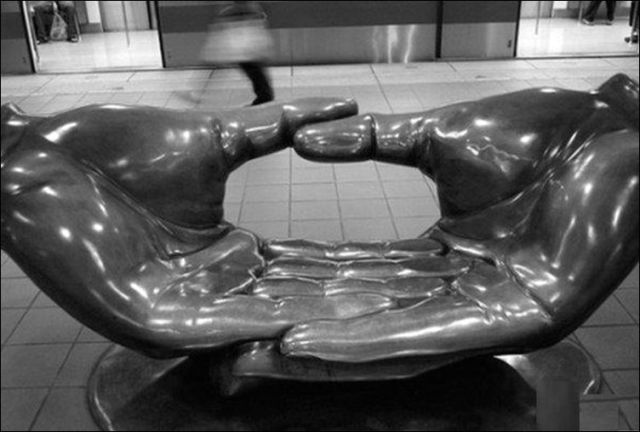 the_oddest_public_benches_in_the_world_640_18