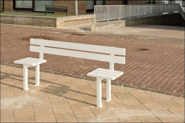 the_oddest_public_benches_in_the_world_640_22