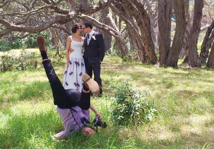 funny-crazy-wedding-photographers-behind-the-scenes-52-5774e32e3a5f0__700