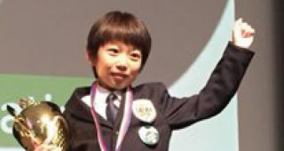 オセロ世界大会で優勝した11歳少年 帰国の飛行機で機長からサプライズアナウンス!