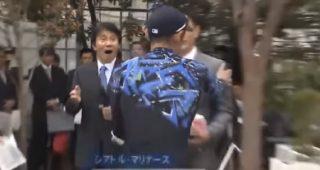 イチローが中日の岩瀬仁紀投手の引退セレモニーにサプライズで登場 アメリカでも話題に