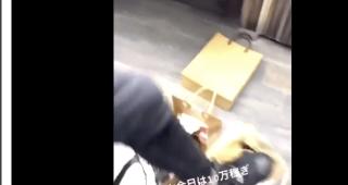 「メンズフェスin大阪」に出演していた男性モデルがファンのプレゼントを蹴ってブス!←炎上
